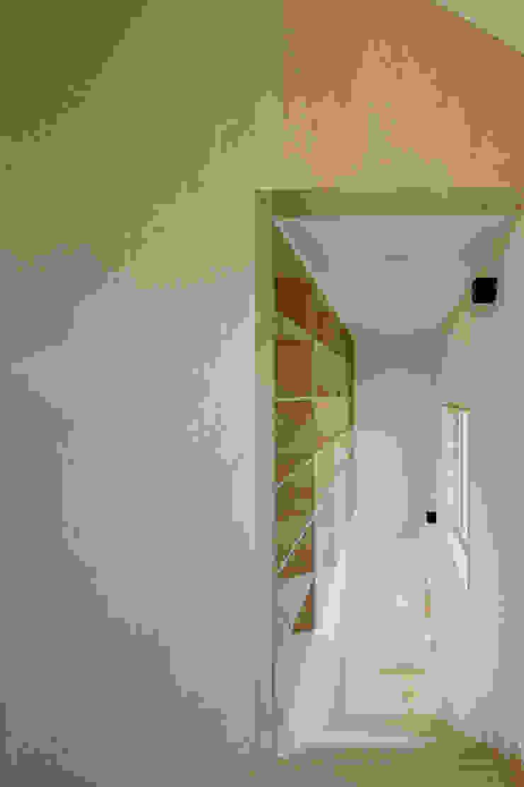 다락 위에 다락 화이트 & 블랙의 심플한 춘천모던하우스-계단 위드하임 계단