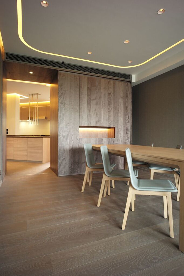 MOUNT BEACON 畢架山峰 : modern  by Top Knowledge, Modern Wood Wood effect