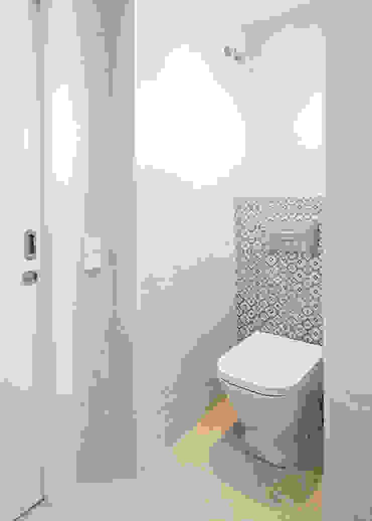 Diseño de baño Baños de estilo moderno de Grupo Inventia Moderno Azulejos