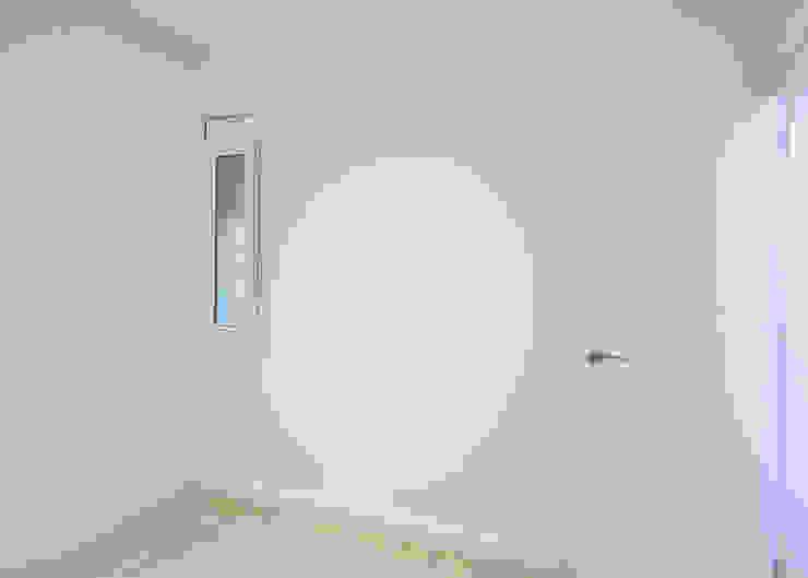 Dormitorios Dormitorios de estilo moderno de Grupo Inventia Moderno Hormigón