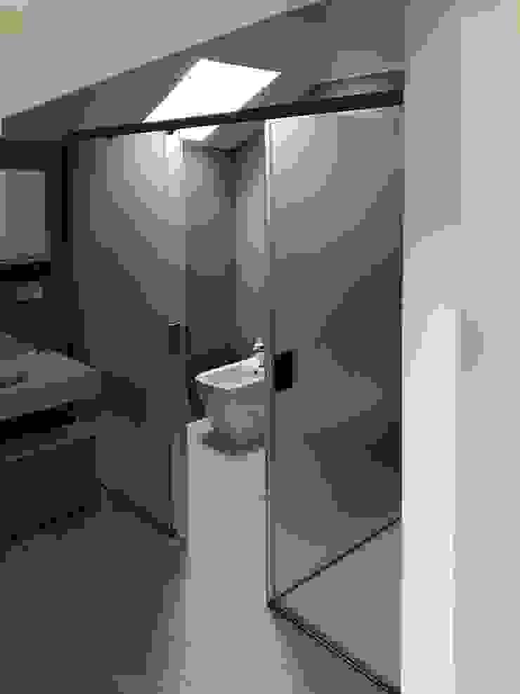 AISI Design srl Minimalist bathroom