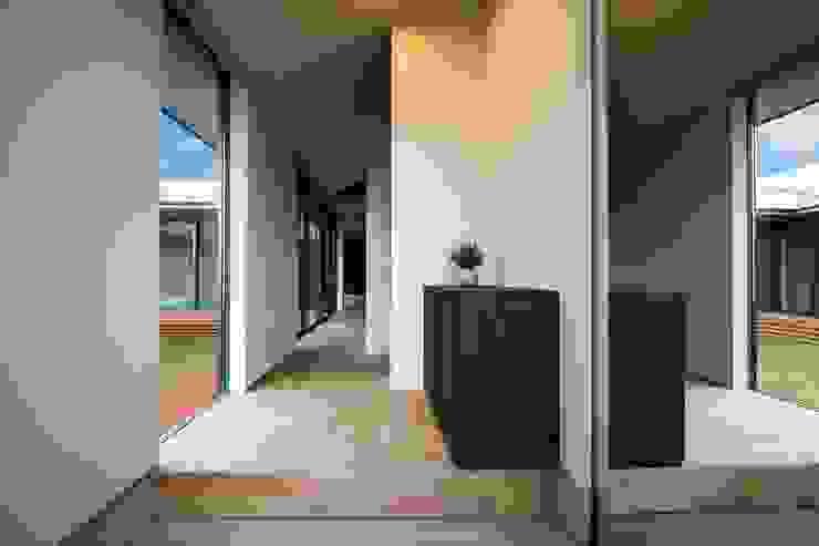 STaD(株式会社鈴木貴博建築設計事務所) 隨意取材風玄關、階梯與走廊