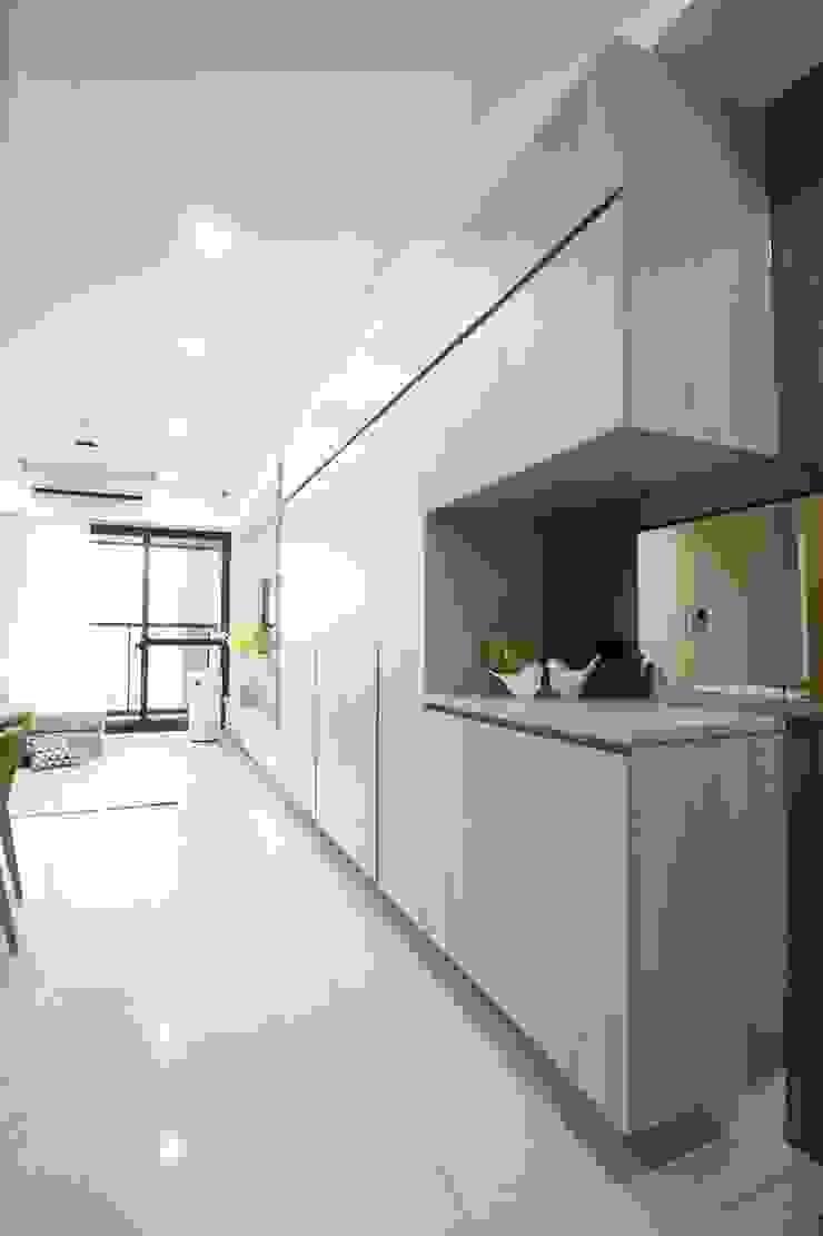 玄關 根據 張顥騰室內裝修設計有限公司 簡約風