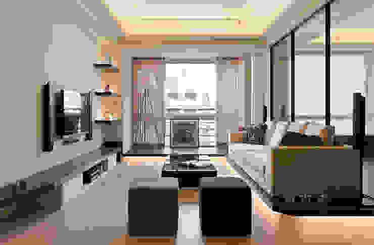 溫暖的大地色彩 现代客厅設計點子、靈感 & 圖片 根據 黔鏡室內設計 現代風