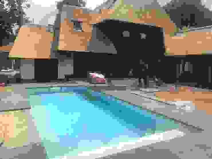 Modern Pool by Aquamasters Modern