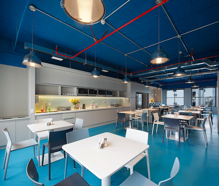 Comedor colectivo de Alexandra Keller, diseño de Interiores Industrial Aglomerado