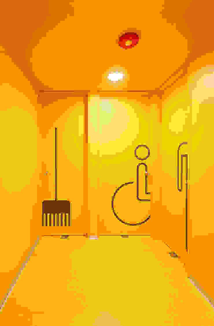 Zona de servicios de Alexandra Keller, diseño de Interiores Industrial Aglomerado