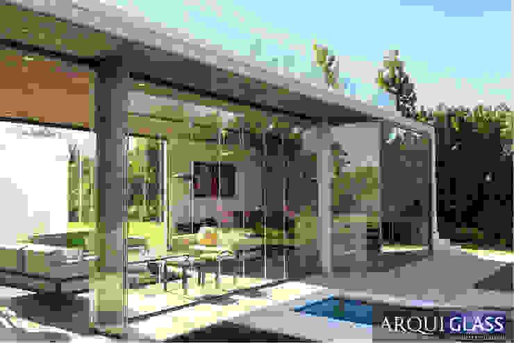 Proyecto Brisas de Chicureo ARQUIGLASS Balcones y terrazas minimalistas