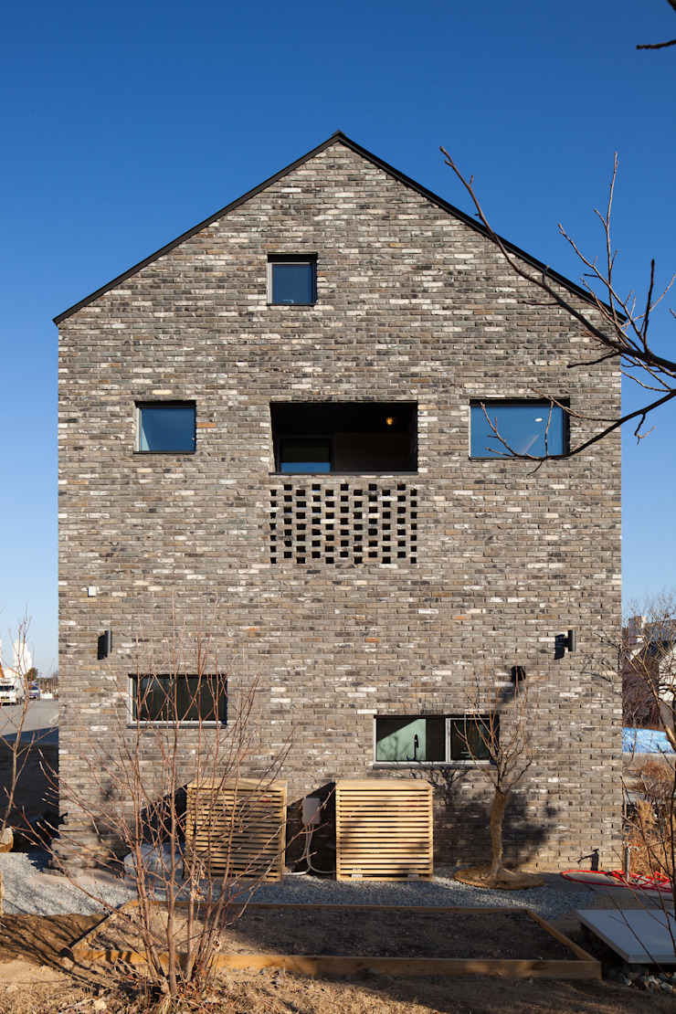대가족을 위한 맞춤 시공/설계 세종목조주택 모던스타일 주택 by 위드하임 모던 벽돌