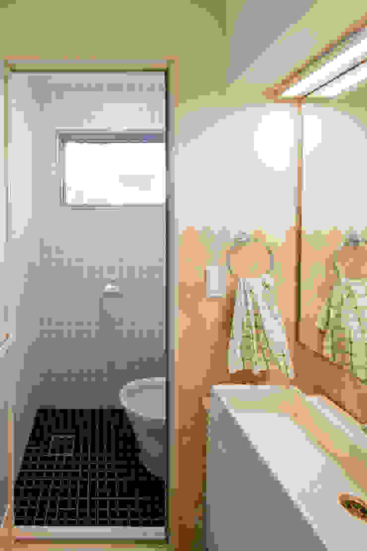 대가족을 위한 맞춤 시공/설계 세종목조주택 모던스타일 욕실 by 위드하임 모던