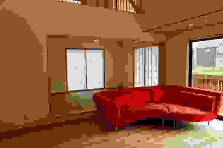 リビングより和室を見る 株式会社高野設計工房 北欧デザインの 多目的室