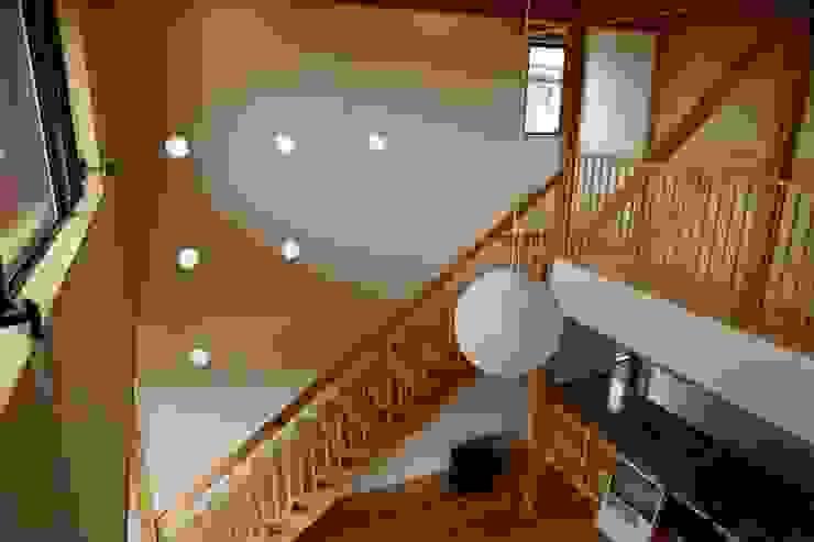 ホールよりリビングをみる 株式会社高野設計工房 階段