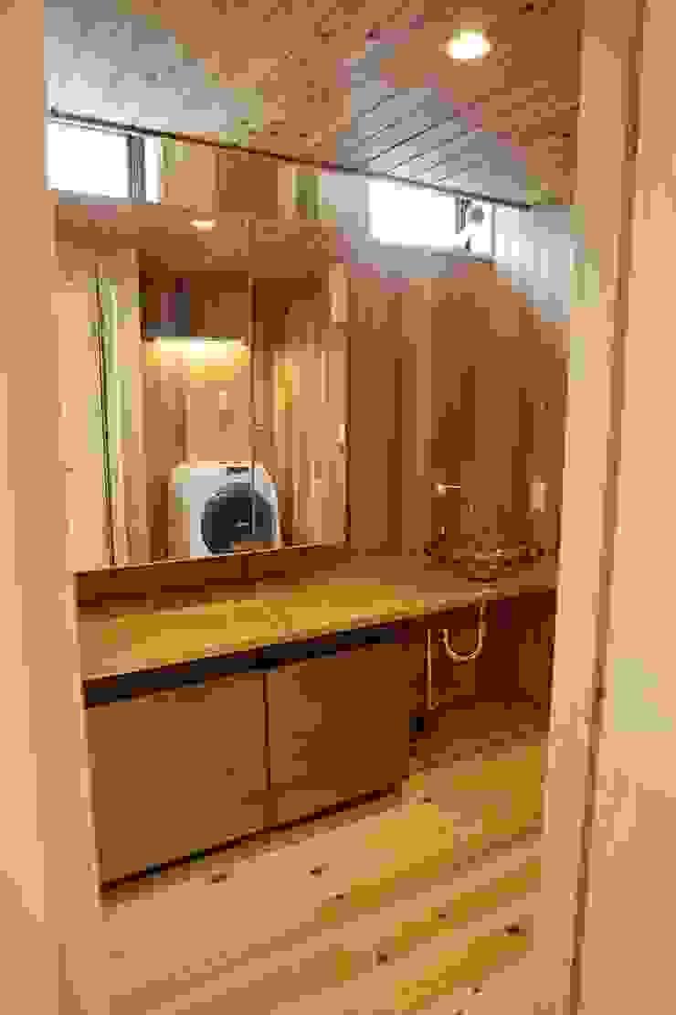 洗面室 株式会社高野設計工房 北欧スタイルの お風呂・バスルーム