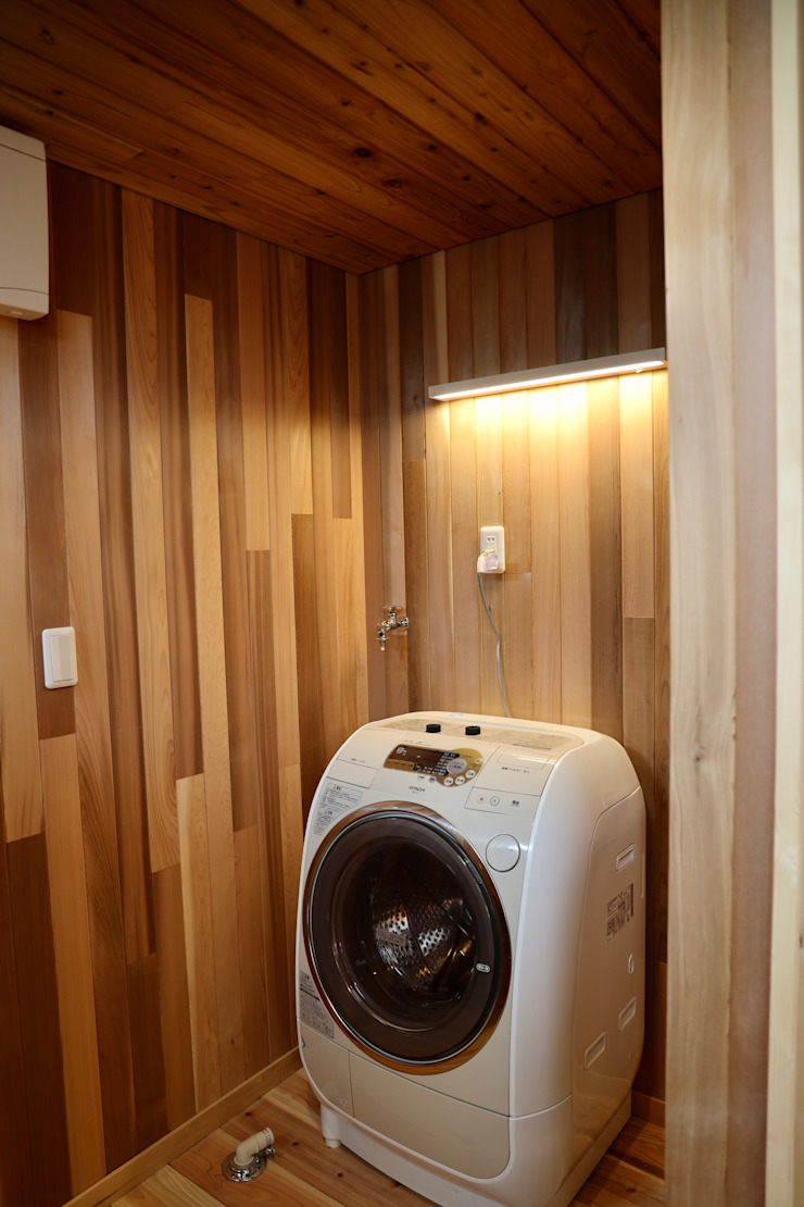 洗濯機置き場 株式会社高野設計工房 北欧スタイルの お風呂・バスルーム