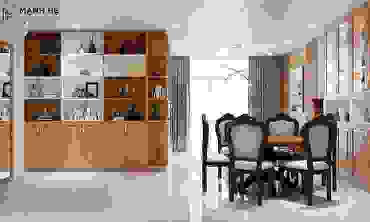 Bộ bàn ăn cũng được lựa chọn bằng gỗ tự nhiên - đồng bộ với phong cách chung của ngôi nhà bởi Công ty TNHH Nội Thất Mạnh Hệ Hiện đại