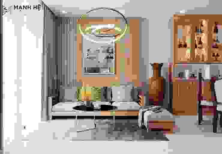 Vách ốp gỗ tự nhiên sau ghế sofa làm điểm nhấn nổi bật cho căn phòng khách bởi Công ty TNHH Nội Thất Mạnh Hệ Hiện đại