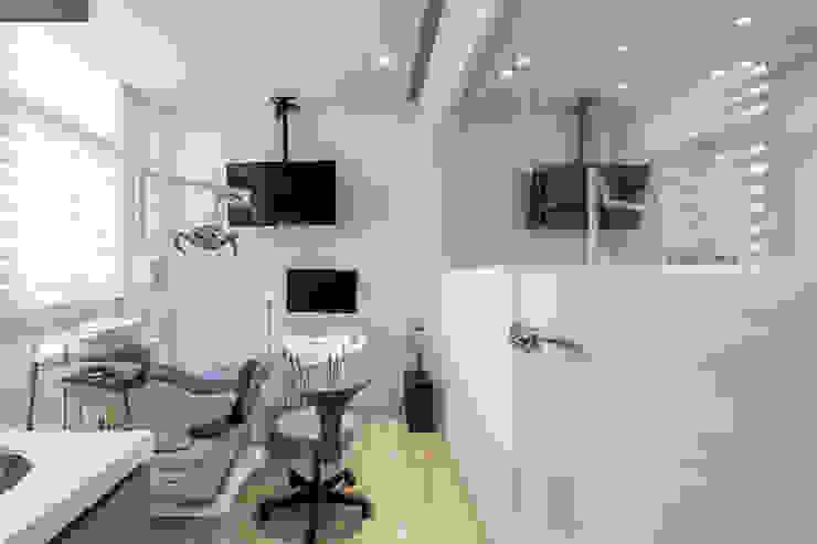 Кабинеты врачей в стиле модерн от 存果空間設計有限公司 Модерн