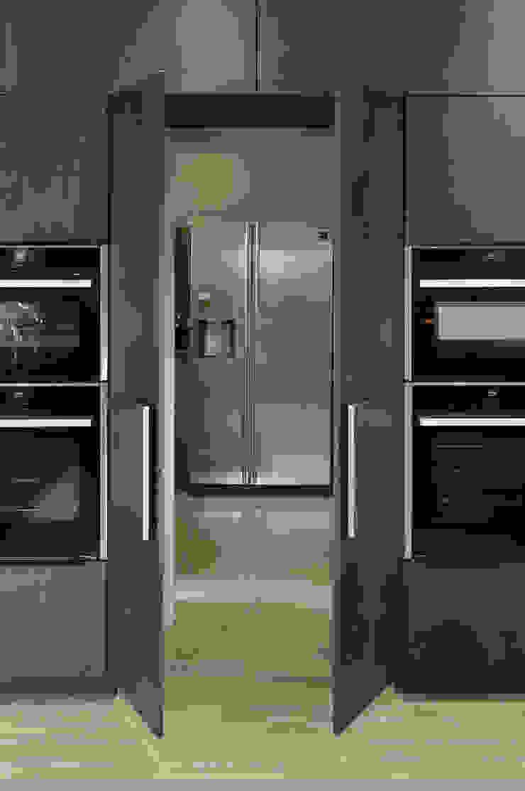 secret door to utility room (open) PTC Kitchens Cucina moderna Grigio