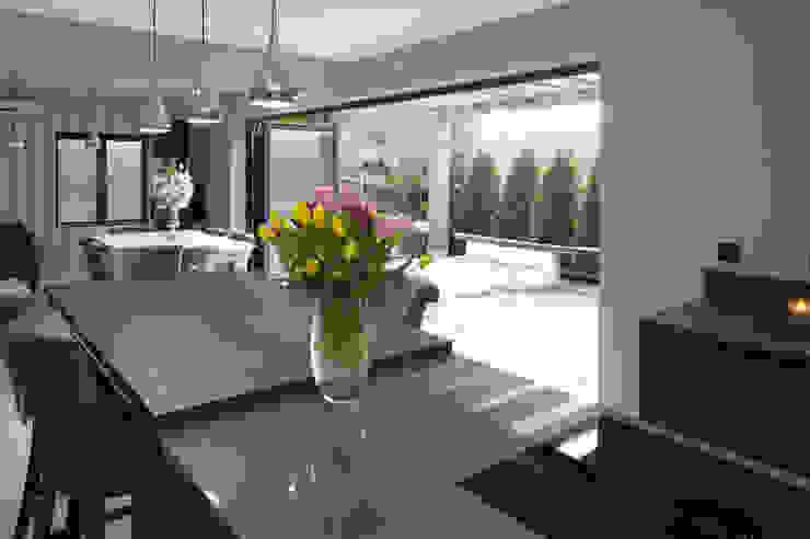 open bi-fold doors to kitchen/ dining area PTC Kitchens Cucina moderna Grigio