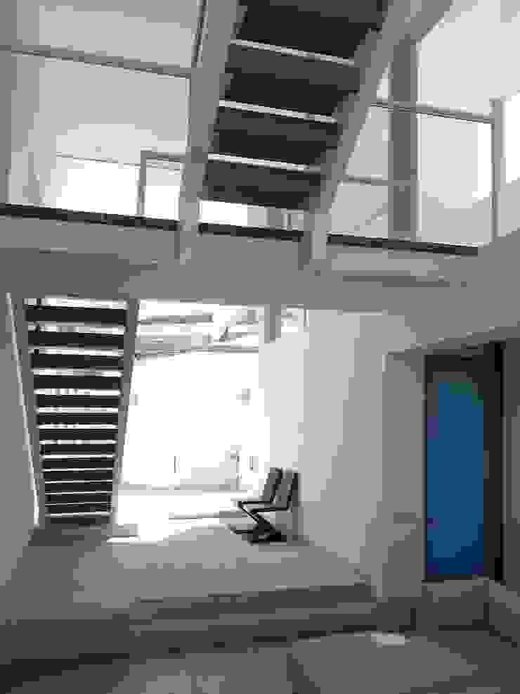 Casa de playa en Asia Esarquitectura Escaleras Concreto Blanco