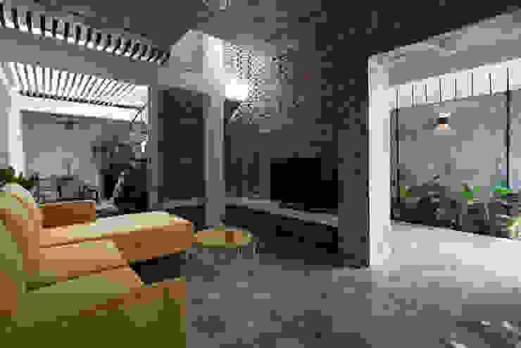 The UMBRELLA Phòng khách phong cách nhiệt đới bởi AD+ Nhiệt đới