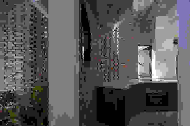 The UMBRELLA Nhà bếp phong cách nhiệt đới bởi AD+ Nhiệt đới