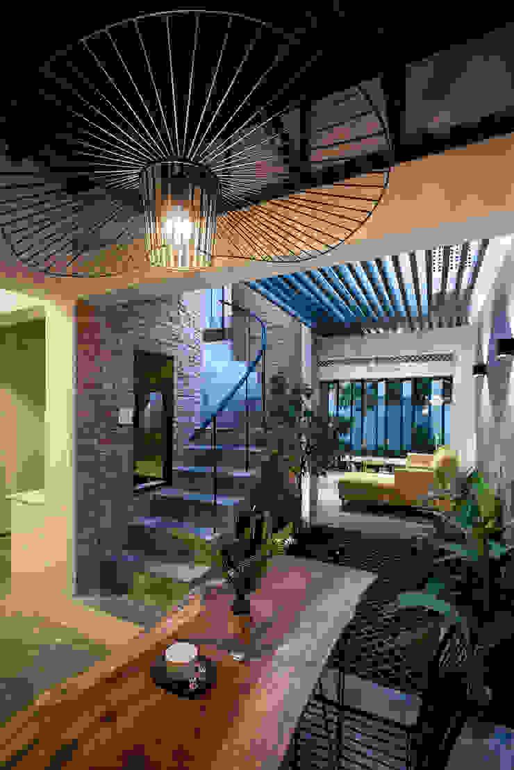 The UMBRELLA Phòng ăn phong cách nhiệt đới bởi AD+ Nhiệt đới