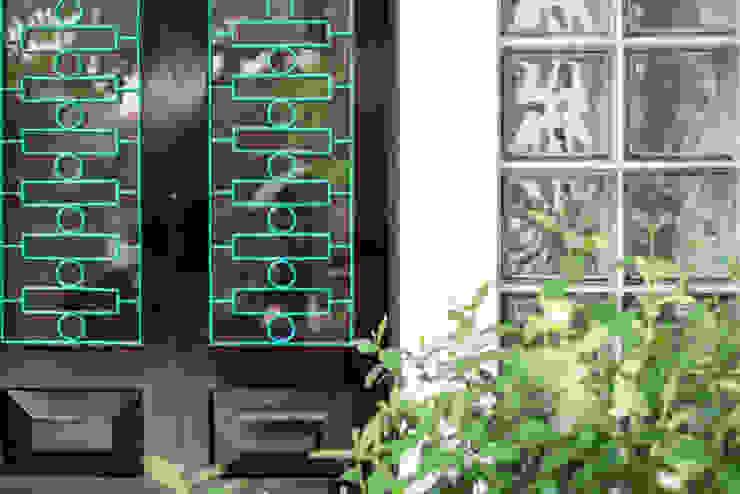 Nhà CHỒNG MÁI bởi AD+ Nhiệt đới Gỗ thiết kế Transparent