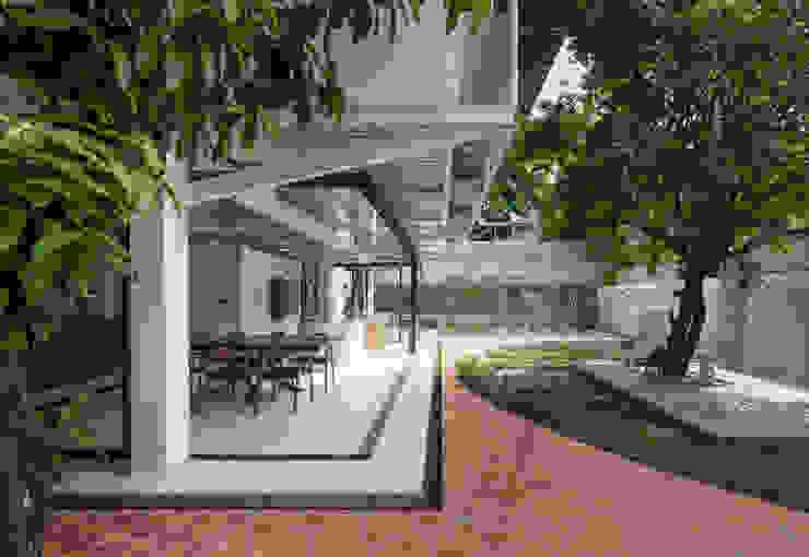 Nhà CHỒNG MÁI AD+ Nhà bếp phong cách nhiệt đới
