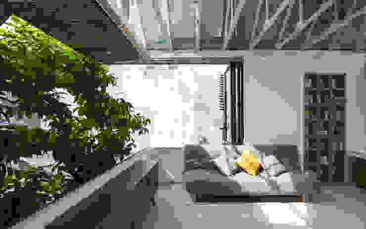 Nhà CHỒNG MÁI Phòng giải trí phong cách nhiệt đới bởi AD+ Nhiệt đới