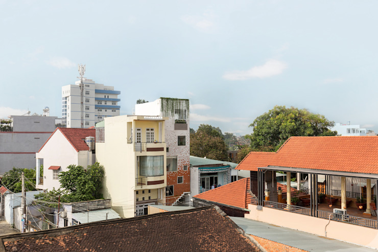 BOUNDARY house Nhà phong cách nhiệt đới bởi AD+ Nhiệt đới