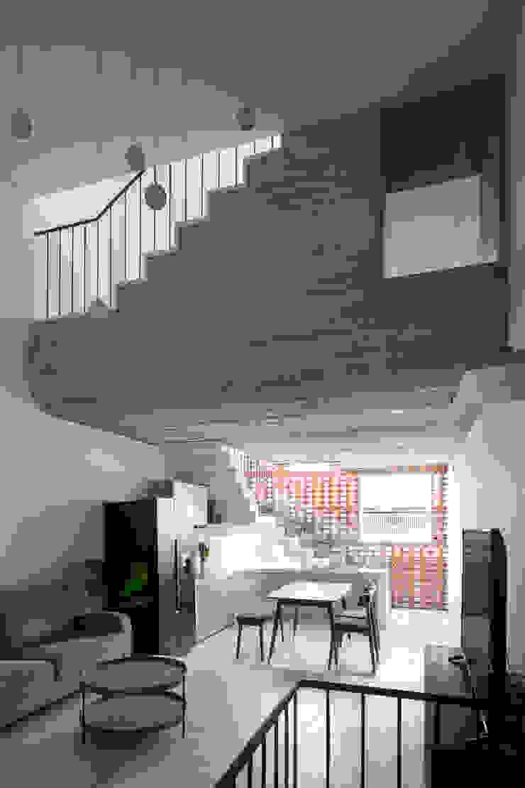 BOUNDARY house Phòng khách phong cách nhiệt đới bởi AD+ Nhiệt đới