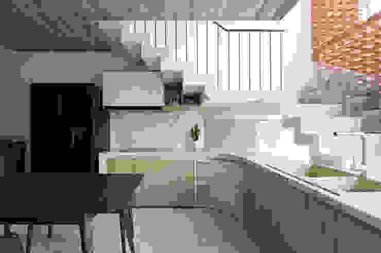 BOUNDARY house Nhà bếp phong cách nhiệt đới bởi AD+ Nhiệt đới