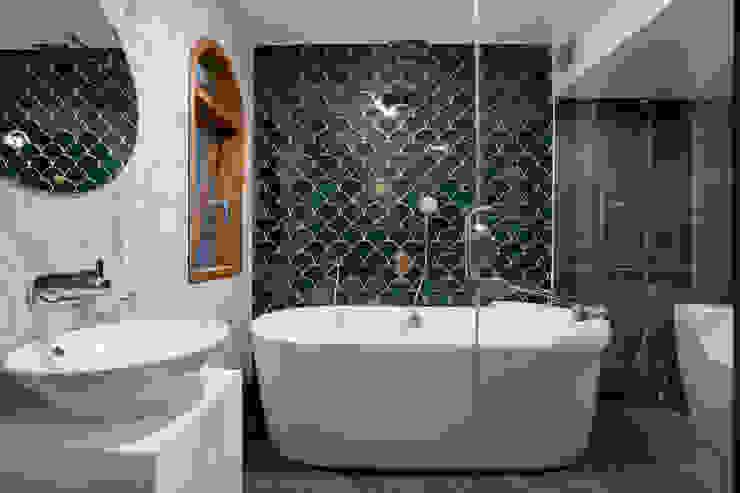 SHIFT houses Phòng tắm phong cách nhiệt đới bởi AD+ Nhiệt đới