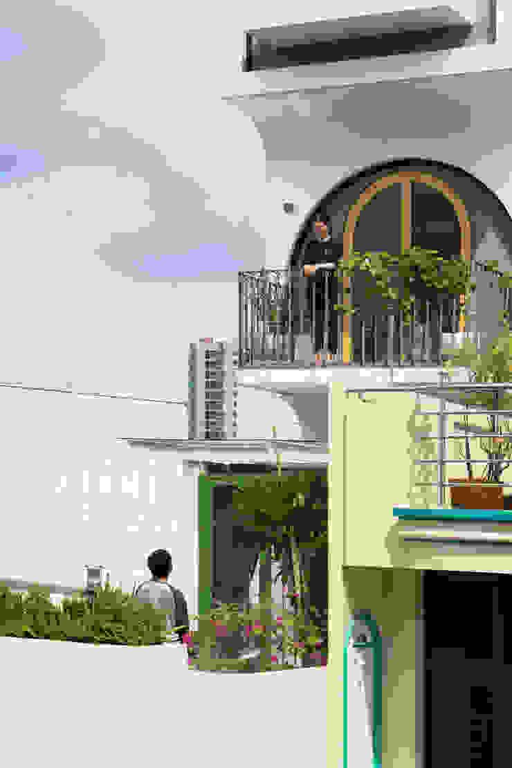 SHIFT houses Nhà phong cách nhiệt đới bởi AD+ Nhiệt đới