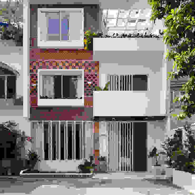 SILK house Nhà phong cách nhiệt đới bởi AD+ Nhiệt đới