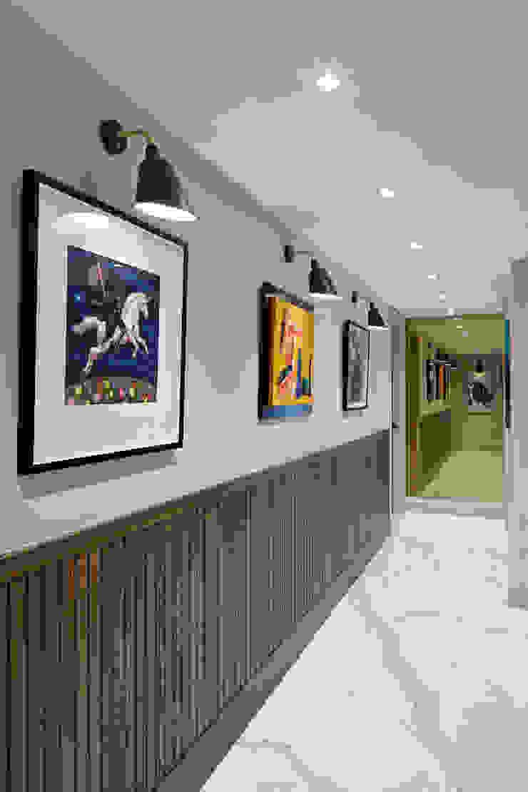 hall Esra Kazmirci Mimarlik Modern corridor, hallway & stairs Ceramic White