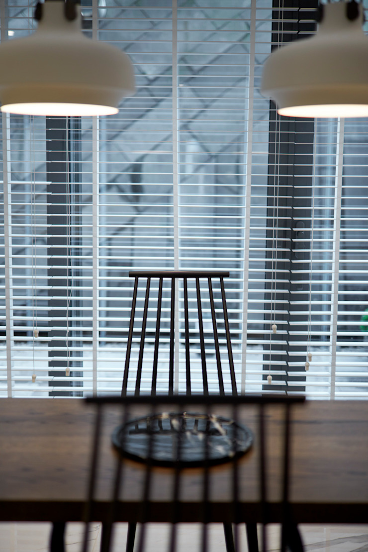 chairs Esra Kazmirci Mimarlik KitchenTables & chairs Wood Black