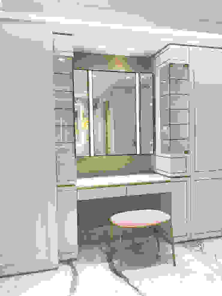 dressing room Modern dressing room by Tommy Choi Design Modern Wood Wood effect