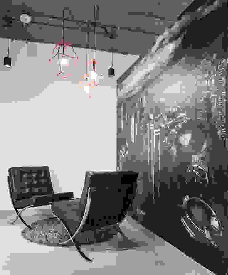 Sala de espera Pasillos, vestíbulos y escaleras de estilo industrial de entrearquitectosestudio Industrial Plástico