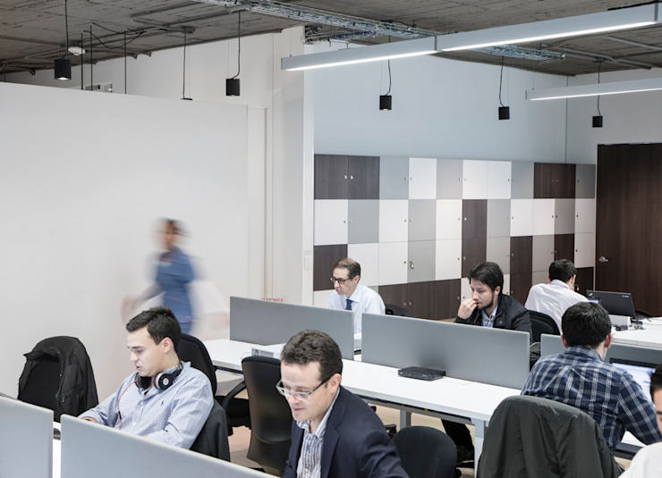 entrearquitectosestudio Industrial corridor, hallway & stairs Concrete White