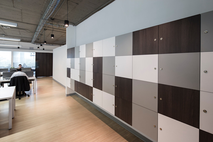 entrearquitectosestudio Modern corridor, hallway & stairs Wood-Plastic Composite Wood effect