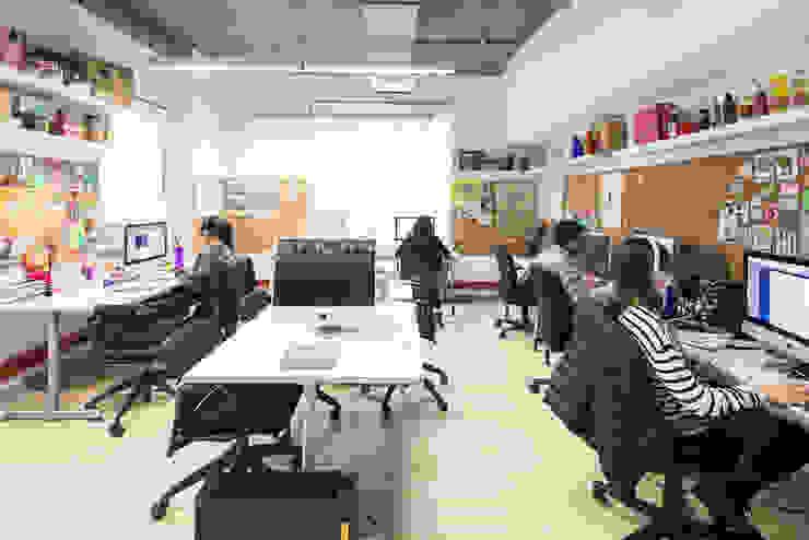 entrearquitectosestudio Industrial style study/office Limestone White