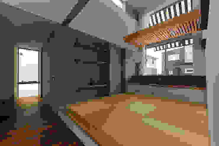 Takeru Shoji Architects.Co.,Ltd Eclectic style media room