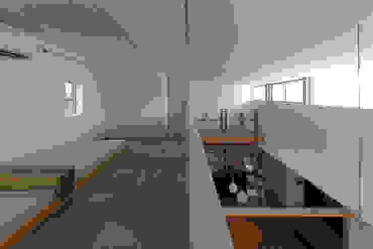 Takeru Shoji Architects.Co.,Ltd Eclectic style nursery/kids room