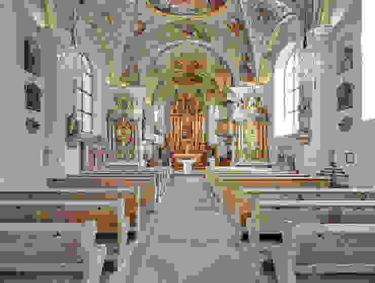 Kirche Scheffau am Wilder Kaiser Klassische Fenster & Türen von Gunnar Menzel - Architekturfotograf München Klassisch