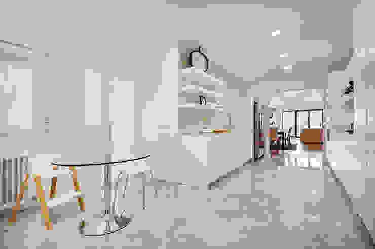 OOIIO Arquitectura Cucina moderna Marmo Bianco