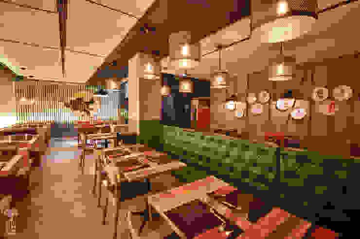 Iluminación especialmente cuidada Gastronomía de estilo industrial de MEDITERRANEAN FUSION S.L. Industrial Madera Acabado en madera