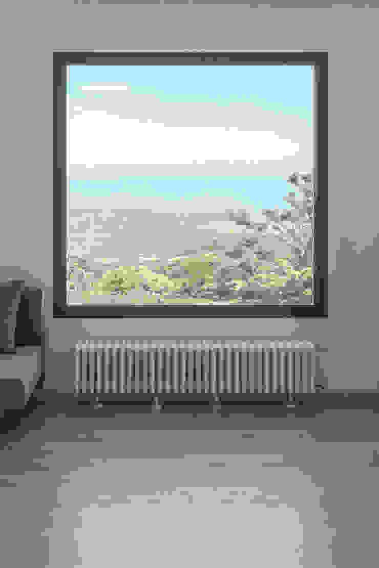 Casa con panorama Soggiorno minimalista di MAMESTUDIO Minimalista
