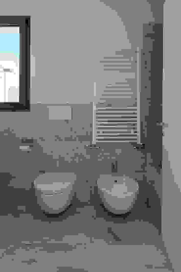 Casa con panorama Bagno minimalista di MAMESTUDIO Minimalista